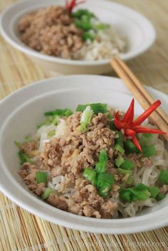 Seremban Hakka mee: flavorful noodle dish, topped with minced pork, spring onion and eaten with pickled green chillies | goodie foodies