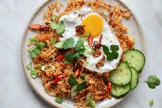 Nasi goreng Foto: All Nasi Goreng, Thing 1, Ethnic Recipes, Food, Meal, Essen, Hoods, Meals, Eten