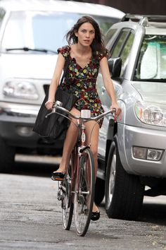 Celebrity Bike Style - Naomi Watts, Alexa Chung, Candice Swanepoel on Bikes