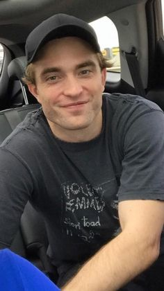 August 2018 on set King Robert, Robert Douglas, Twilight Edward, Twilight Saga, Robert Pattinson Twilight, I Love Cinema, Hate Men, Beautiful Boys, Love Of My Life