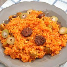 Risotto à la tomate, au chorizo et aux olives