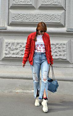 Bomber : H&M T/shirt : Mi vida en Rojo (disponible aquí ) Jeans & Sneakers : Zara Bolso / Bag : Parfois . Zara Sneakers, Sneakers Fashion, Zara Jeans, Ripped Jeans, Street Style, T Shirt, Outfits, Beauty, Red