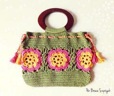 Bolsa Flores de Maxcolor de Crochê por Bruna Szpisjak em parceria com Linhas Círculo. Receita disponível no site da Linhas Círculo.