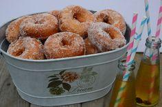 Celebration Treats 4U: Munkkirinkilät Cinnamon Rolls, No Bake Cake, Doughnut, Donuts, Celebration, Cupcakes, Bread, Baking, Desserts