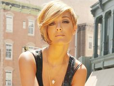 Frankie Sandford is absolutely stunning. I could never chop my hair but this is the most amazing hair color i've ever seen.