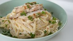 Guilt-Free Fettuccine Alfredo With Chicken: Do you love chicken alfredo as much as we do, but are sometimes worried about all of the cream and fat that goes into that luxurious sauce?