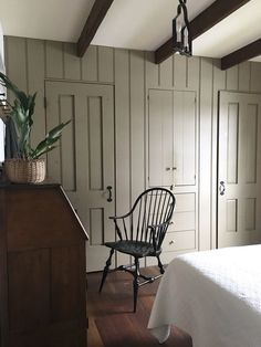 Beautiful American Colonial Home Design by Phoebe Troyer – New England Pastoral Primitive Bathrooms, Primitive Homes, Primitive Decor, Primitive Country, Primitive Bedroom, Primitive Antiques, Primitive Home Decorating, Country Bathrooms, Plywood Furniture