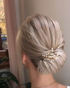 hair Updos videos - Quickly Hairstyle for girls Hair Up Styles, Medium Hair Styles, Hair Hacks, Hair Tips, Mother Of The Bride Hair, Mother Of The Groom Hairstyles, Bridal Hair Updo, Short Hair Bridesmaid, Short Hair Wedding Styles