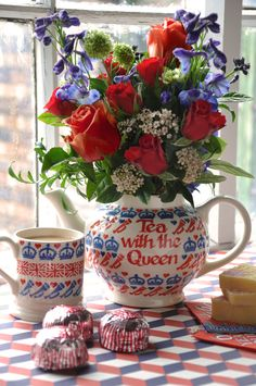 Emma Bridgewater Diamond Jubilee Personalised Four Cup Teapot and 0.5 Pint Mug 2012