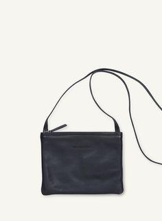 Pikkuserkku 2 -laukku Marimekko, Collections Of Objects, Textile Design, Fashion Prints, Textiles, Unique, Bags, Handbags, Fabrics