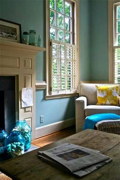 Turquoise/beige fireplace