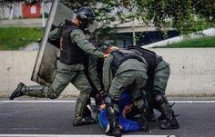 """Maduro: """"nosotros queremos paz, queremos dialogo""""...""""ellos (oposición) son violentos, no quieren dialogo"""".... #10MEscudosContraLaTirania"""