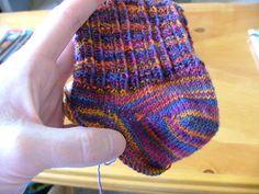 Luna-knits: The Sherman Heel Crochet Quilt, Crochet Socks, Knitted Slippers, Knit Or Crochet, Knitted Hats, Knit Socks, Knitting Charts, Knitting Stitches, Knitting Socks