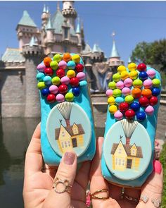 The new Disneyland Up Doughnut is what dreams are made of! Hands down my favorite Disney doughnut to date. It's a soft non-filled Long… Walt Disney, Cute Disney, Disney Pixar, Comida Disney World, Disney World Food, Disney Desserts, Disney Snacks, Disney Vacations, Disney Trips