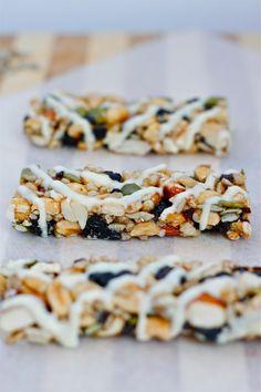 Copycat KIND Bars- 1 bowl + 10 minutes to better tasting bars! GF + Vegan and NO bake! @thebigmansworld - thebigmansworld.com