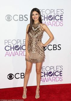 Victorious! Victoria Justice was going for the gold on the red carpet of the People's Choi...