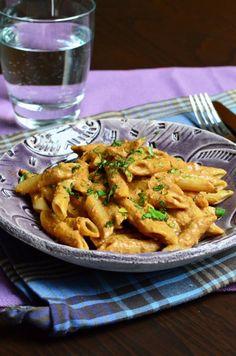 Aszalt paradicsomos, teljes kiőrlésű penne Penne, Pasta Recipes, Pasta Salad, Meat, Chicken, Ethnic Recipes, Food, Dried Tomatoes, Eten