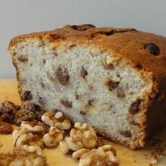Looking for a yummy healthy snack? Click for a  banana and nut cake recipe that will provide an energy boost as well as being a tasty addition your healthy pregnancy diet! #healthy #snack #pregnancydiet