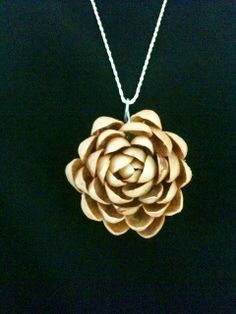 Pistachio Medallion/Pendant - An amazing use of pistachio shells! looks lovely Informations About Pistachio Medallion/Pendant Pin - Jewelry Logo, Jewelry Quotes, Shell Jewelry, Crystal Jewelry, Pendant Jewelry, Diy Crafts Jewelry, Handmade Jewelry, Jewelry Ideas, Pista Shell Crafts