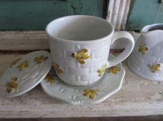 Beehive Teacup with Lid