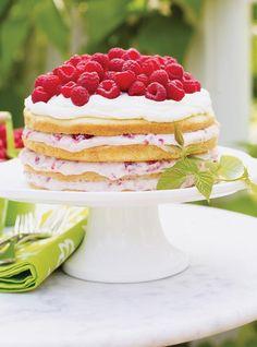 Raspberry and Cream Cake Recipes Summer Cake Recipes, Summer Cakes, Summer Desserts, Summer Food, Desserts With Biscuits, No Cook Desserts, Dessert Recipes, Delicious Desserts, Fruit Birthday Cake