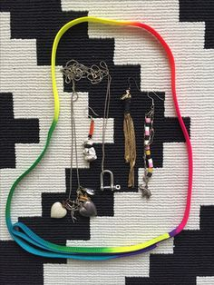 I love this cord in neon colors! I found it in my fathers bicycle basket, I think it ones was a dog leash! The stuff in the middle is made by me out of things I've just collected during the years. Gold, plastic pearls and some charms.