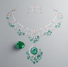 Once upon a time the Maison reinterpreted four tales by the Brothers Grimm. An invitation to wander through the enchanting world of Van Cleef & Arpels new High Jewelry collection. - October 20 2019 at Swarovski Jewelry, Gems Jewelry, High Jewelry, Cute Jewelry, Metal Jewelry, Jewelry Art, Fashion Jewelry, Jewelry Ideas, Silver Jewelry
