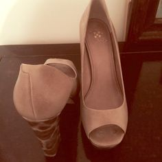 Nude pumps with FANTASTIC heel Worn once to a wedding! Vince Camuto open toe nude pump with FANTASTIC design on the heel! STAND OUT when you STAND in these Vince Camuto Shoes Heels