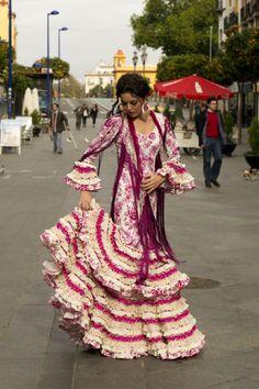 Spanish style – Mediterranean Home Decor Spanish Dress Flamenco, Flamenco Skirt, Flamenco Dresses, Traditional Fashion, Traditional Dresses, Flamenco Wedding, Planet Fashion, Flamenco Costume, Fiesta Dress