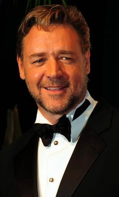 Celebs Banned by Top Hotels - When Russell Crowe's phone line couldn't connect, he got frustrated and threw the phone at the concierge's face. The poor staff suffered lacerations. Celebrity Scandal, Celebrity News, Love My Man, Russell Crowe, Top Hotels, Les Miserables, Celebs, Celebrities, Famous Faces