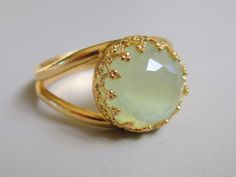 Jade ring - Vintage ring - Gold ring - 10 mm stone ring - Delicate ring - Crown bezel ring - Faceted green jade ring - Bridal ring