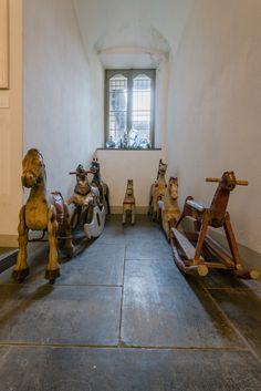 Tony Fiorentino - Melancholy Rocking Horse, 2013. Installazione di contemporary locus V, Bergamo. Foto Simone Montanari