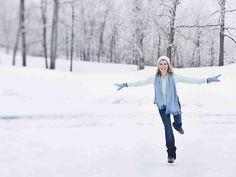 Luistelutekniikan perusteet on tärkeää opetella oikein, oli laji sitten jääkiekko tai taitoluistelu. Oikeassa luisteluasennossa koko vartalo tekee töitä ja... Alaska, Physical Education, Snow, Teaching, Activities, Sports, Fun, Outdoor, Tourism