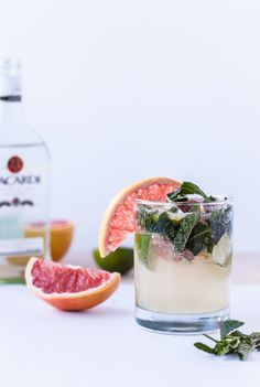 Grapefruit and Bacardi rum mojito cocktail. Love minty mojitos and grapefruit would be so unexpected! Summer Drinks, Fun Drinks, Beverages, Colorful Cocktails, Mixed Drinks, Mojito Recipe, Silvester Party, Milk Shakes, Yummy Food