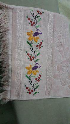 Cross Stitch Art, Diy Flowers, Embroidery Stitches, Diy Crafts, Quilts, Blanket, Stuff To Buy, Cross Stitch Fruit, Bath Towels & Washcloths