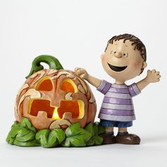 A joyful Linus celebrates Halloween with the Great Pumpkin in this light-up design combining the heartwarming world of Peanuts and unmistakable folk art style of Jim Shore. 3 cell batteries in Hstone resinnew with box Peanuts Halloween, Pumpkin Lights, Boyds Bears, Kids Story Books, Christmas Store, Collectible Figurines, Fall Harvest, Snoopy, Charlie Brown