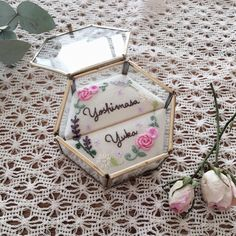レトロ可愛い*マライカの六角形ガラスケースで作ったリングピローのデザイン6選♡ | marry[マリー] Earring Jewelry Box, Kids Jewelry Box, Large Jewelry Box, Musical Jewelry Box, White Jewelry Box, Wooden Jewelry Boxes, Ring Pillow Wedding, Wedding Pillows, Wedding Ring Box