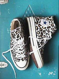 Converse Chuck Taylor All Star Leopard Print High Top. Dr Shoes, Crazy Shoes, Cute Shoes, Me Too Shoes, Mode Converse, Converse All Star, Converse Shoes, Converse High, Converse Chuck