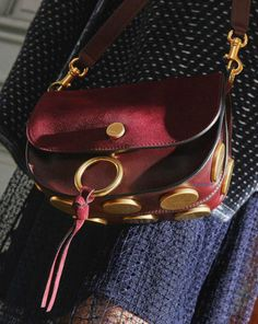 2017 Handbags To Wear Guide, ultimate guide to the hottest fashion handbags style inspiration from around the world. Fashion Handbags, Fashion Bags, Chloe 2017, My Bags, Purses And Bags, Chloe Handbags, 2017 Handbags, Chloe Bag, Cloth Bags
