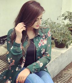 No photo description available. Stylish Girls Photos, Stylish Girl Pic, Girl Photos, Beautiful Girl Image, Beautiful Hijab, Cute Girl Pic, Cute Girls, Girl Number For Friendship, Designer Party Wear Dresses