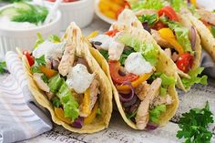 Superfood lunch or dinner: Chicken tacos with asparagus and bell peppers http://superfoodmania.com/recipe/spicy-chicken-tacos-with-asparagus-and-bell-peppers/