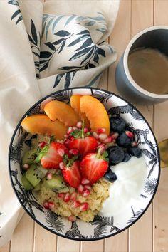 Wir kennen den Couscous als leckere Beilage oder im Salat aber habt ihr auch schon mal eine richtig leckere süße Variante probiert 🤔? Nein? auf unserem Blog findet ihr ein veganes Rezept dafür 😋. Couscous, Acai Bowl, Breakfast, Blog, Proper Tasty, Vegane Rezepte, Side Dishes, Acai Berry Bowl, Morning Coffee