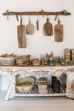 Rustic Home Interior Desgins Would you like to be better equipped next time you set out to purchase furniture for your home? Rustic Kitchen Design, Kitchen Decor, Casa Magnolia, Rustic Home Interiors, Kitchen Styling, Rustic Style, Decoration, Farmhouse, The Blanc