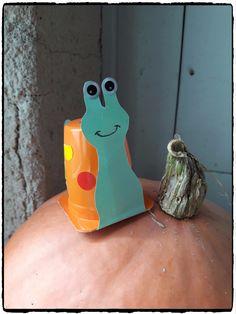 Bientôt l'automne, les escargots commencent à être de sortie 🙂 Les enfants ont fabriqué leur escargot à l'aide d'un pot de yaourt et de gommettes. Le matériel nécessaire 1 petit …