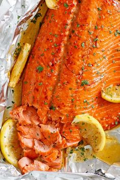 Honey Garlic Salmon in Foil Honey Garlic Salmon made with salmon fillet and honey garlic marinade. Takes only 10 mins active time and five key ingredients. A weeknight dinner staple if you love salmon Salmon In Foil Recipes, Fish Recipes, Seafood Recipes, Cooking Recipes, Healthy Recipes, Dinner Recipes, Healthy Meals, Seafood Dishes, Tilapia Recipes