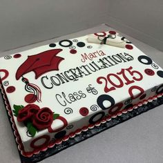 Cake to celebrate the graduate's special day. If you are looking for the best graduation cake ideas, you've come to the right place to find some! Graduation Cake Designs, College Graduation Cakes, Graduation Party Desserts, Graduation Party Planning, Graduation Cookies, Graduation Celebration, Graduation Party Decor, Graduation Ideas, Dessert Party