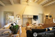 Luxury Villas for sale in Tuscany  € 1,750,000    Tuscany | Arezzo | Arezzo Code 2831 (vpge003399)    Ancient farmhouse of XVIII century, elegantly restored in 2010, immersed in the greenery of Tuscan countryside.