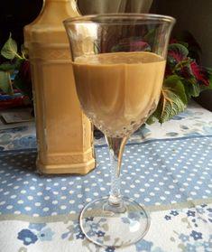 Baileys Casero Bajo en Calorías Licor Baileys, Bien Tasty, Baileys Recipes, Baileys Irish Cream, Sweet Recipes, Smoothies, Cupcake Cakes, Alcoholic Drinks, Food And Drink