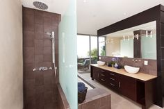 Get a custom bathroom design & professional bathroom remodel with our Los Angeles bathroom remodelers! Benjamin Moore, Dream Home Design, House Design, Cheap Baths, Dream Bath, Modern Bathroom Design, Bathroom Designs, Bathroom Styling, Master Bathroom