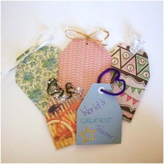 Design cute paper handbags using ribbons and craft papers of various colors.